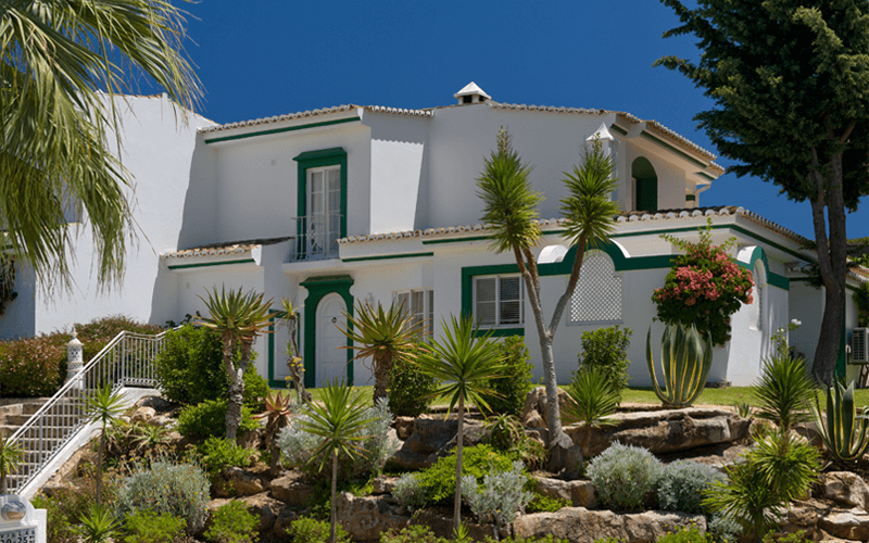 Three bedroom Villa, Three Bathrooms and a garden with a private pool